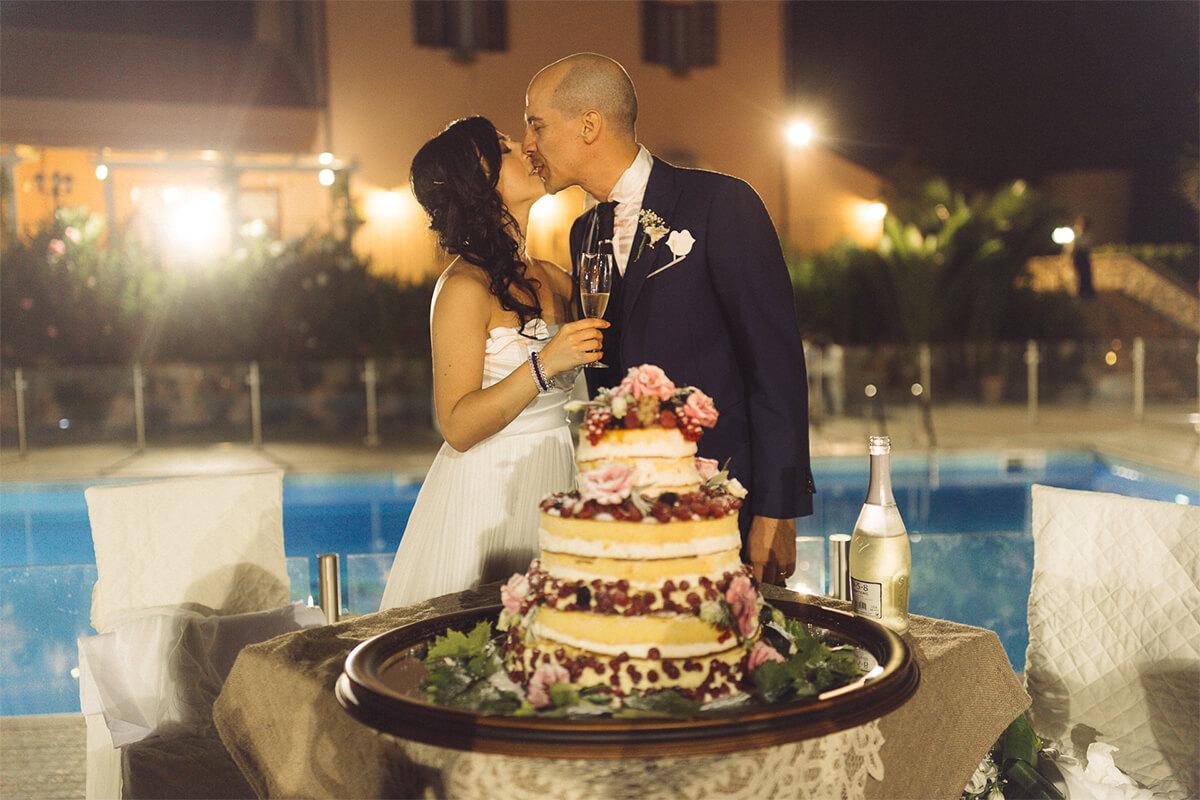 Agriturismo con piscina matrimonio a bordo piscina Tenuta Marchesi Fezia