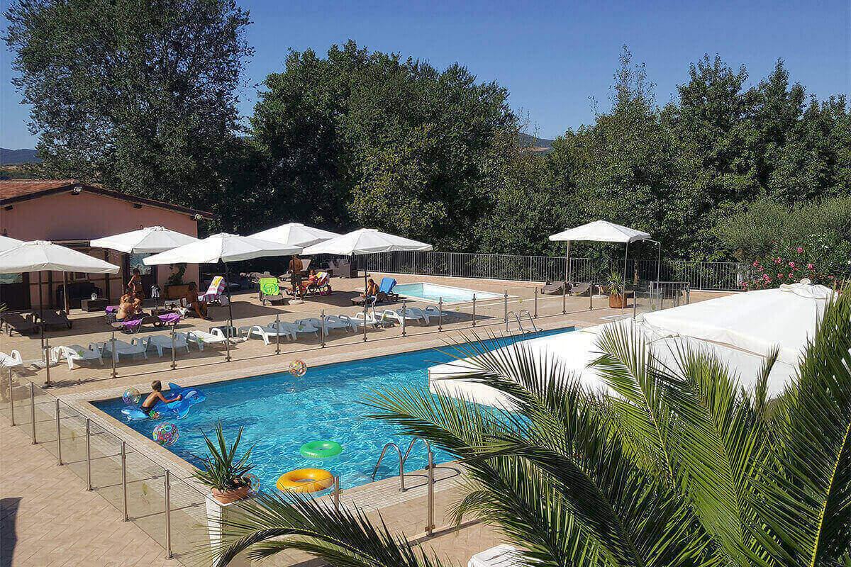 Agriturismo con piscina relax in piscina Tenuta Marchesi Fezia