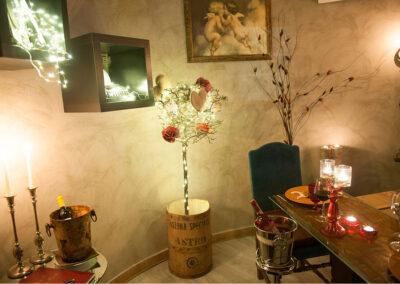Cena a lume di candela decorazione con cuori Io & Te piccolissimo ristorante