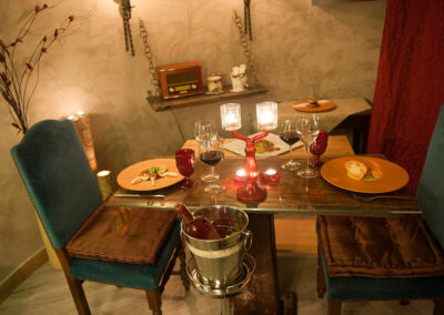 Cena a lume di candela tavola e vino Io & Te piccolissimo ristorante