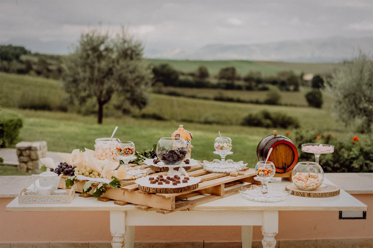 Location matrimonio Umbria buffet dolci Tenuta Marchesi Fezia