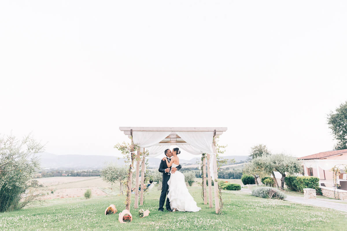 Location matrimonio Umbria gazebo esterno Tenuta Marchesi Fezia