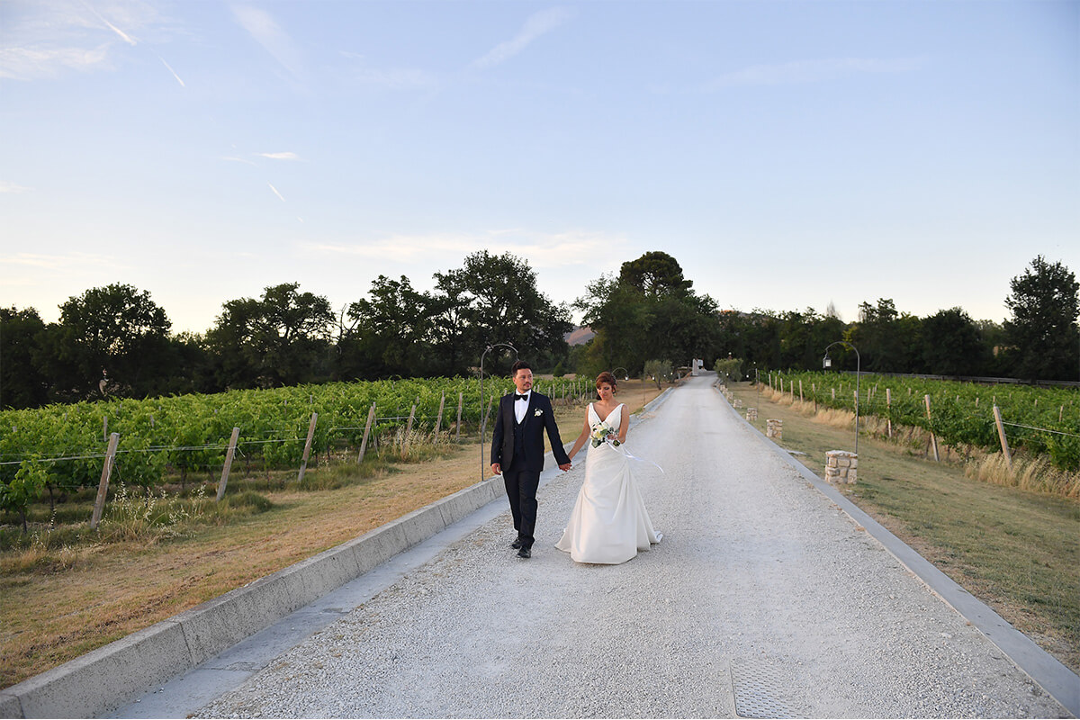 Location matrimonio Umbria sposi in vigna Tenuta Marchesi Fezia
